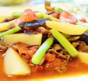 牛肉とジャガイモのトマト煮